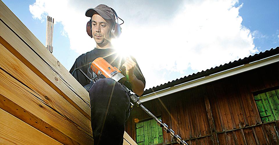 Knuten Byggnadsvård uppför även nya timmerstommar på traditionellt vis