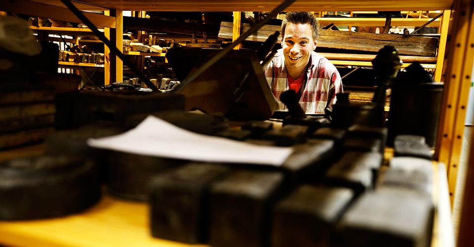 Joel Ringh jobbar som antikvarie på länsmuseet i Gävleborg