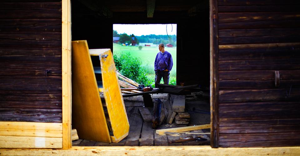 Dan från Gysinge grunnar på ett kommande restaureringsarbete